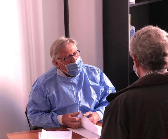 Dott Spinetto primo medico a vaccinare in farmacia a Chiavari contro COVID 19